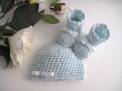 Set coordinato azzurro cappellino scarpine stivaletti neonato fatto a mano idea regalo corredino nascita battesimo cerimonia lana uncinetto handmade crochet
