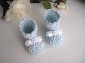 Scarpine scarpette stivaletti azzurro tenue neonato fatte a mano idea regalo corredino nascita battesimo lana uncinetto handmade crochet