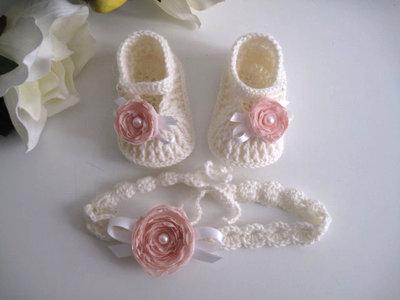 Set coordinato neonata scarpine fascetta per capelli color panna / fiore rosa tenue fatto a mano idea regalo nascita cerimonia battesimo lana raso uncinetto handmade crochet