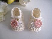 Scarpine scarpette neonata color panna / fiore rosa tenue fatte a mano lana idea regalo corredino nascita battesimo cerimonia uncinetto handmade crochet