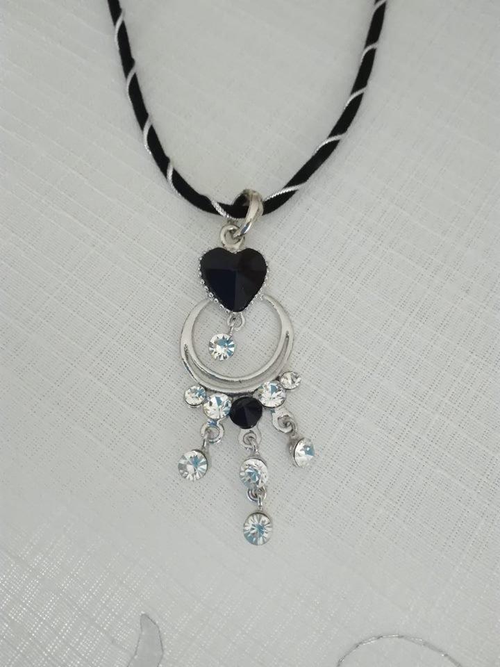 collana girocollo cordino nero e argento,   e ciondolo pendente