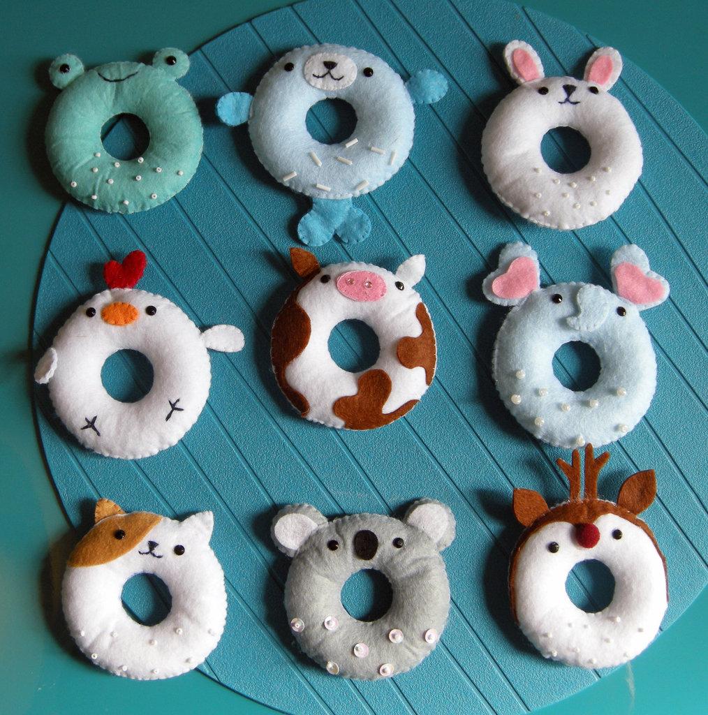donuts kawaii - serie di 9 ciambelle realizzate a mano in feltro - simpatico gioco creativo