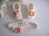 Set coordinato neonata scarpine fascetta per capelli color panna / fiore pesca fatto a mano idea regalo nascita cerimonia battesimo lana raso handmade crochet uncinetto