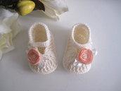 Scarpine scarpette neonata color panna / fiore pesca fatte a mano lana idea regalo corredino nascita battesimo cerimonia handmade uncinetto crochet