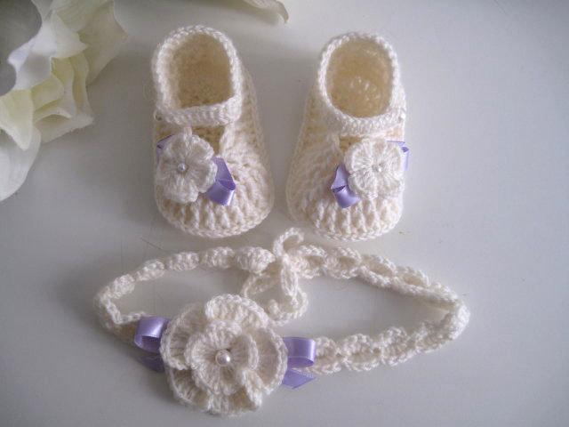 Set coordinato neonata scarpine fascetta per capelli color panna   fiocco  lilla fatto a mano idea 26db0a47058