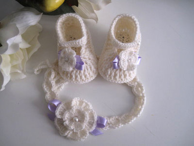 ... Set coordinato neonata scarpine fascetta per capelli color panna    fiocco lilla fatto a mano idea ... d6ba4d2a5a7