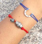 Bracciale di corda con pendente charm in argento Ferro di cavallo, fatto a mano