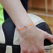 Bracciale di corda con pendente charm in argento Basket, fatto a mano