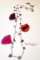 collana crochet con chips di ametista e fiori di lana cotta