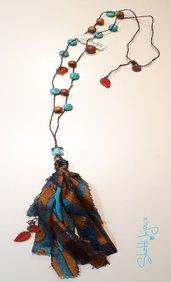 collana crochet con turchesite, sunstone e ciondolo a nappa in seta