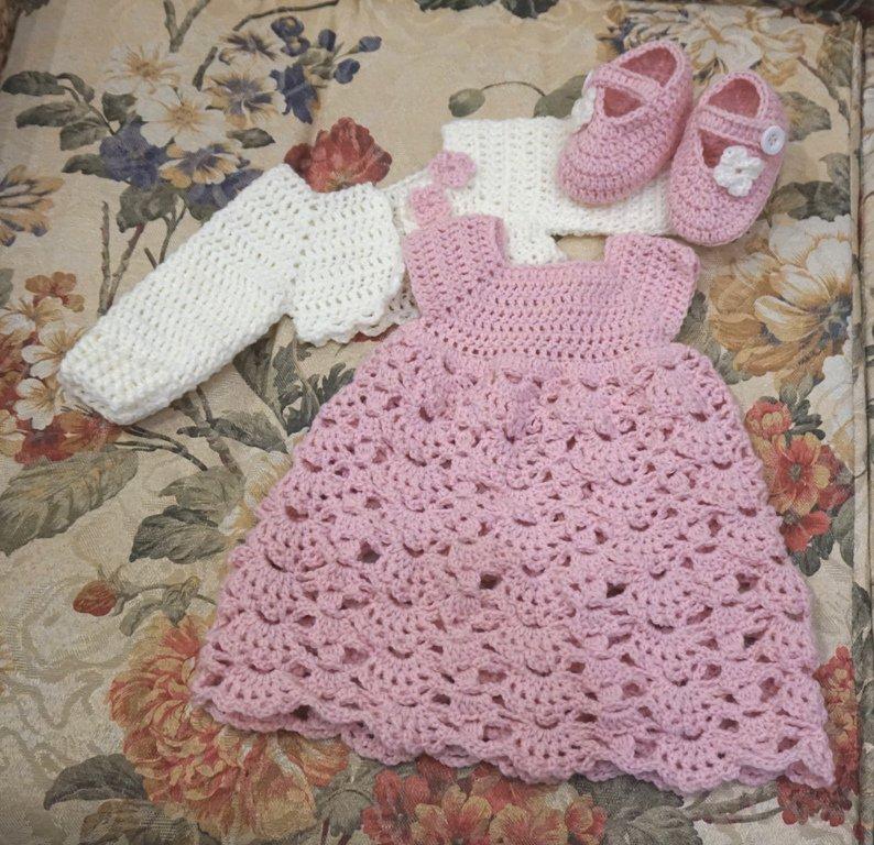 Completo vestito rosa , coprispalle bianco e scarpette rosa. Taglia 0-3 mesi