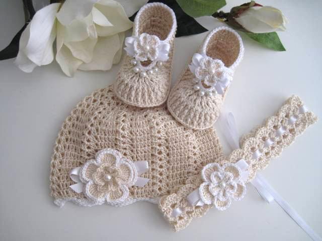 Coordinato ecrù scarpine+cappellino+fascetta per capelli neonata battesimo  cerimonia nascita uncinetto 021f77fd94fb