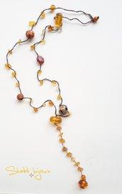 collana crochet con chips di quarzo citrino e inserti in vetro e resina