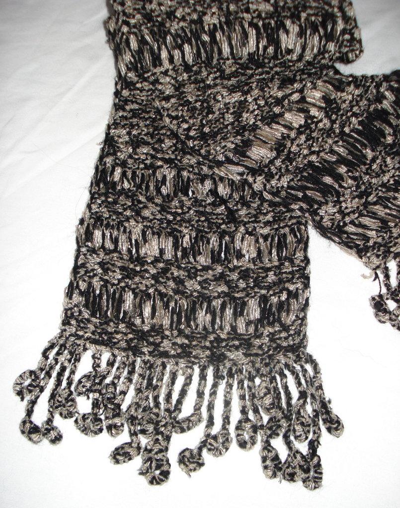 Sciarpa in lana motivo a jour e frangia