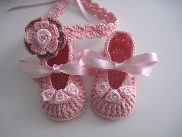 Set coordinato neonata scarpine fascetta per capelli color rosa fatto a  mano idea regalo nascita cerimonia 75084dc556e