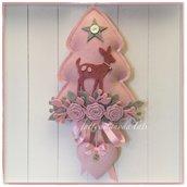 Fiocco nascita alberello decorato con roselline,rametti,cerbiatto e cuore imbottito sui toni rosa e grigio