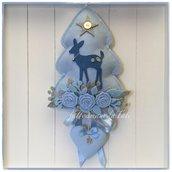Fiocco nascita alberello in feltro azzurro decorato con roselline,rametti ,cerbiatto e cuore sui toni azzurri e grigi