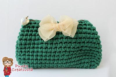 Pochette verde all'uncinetto