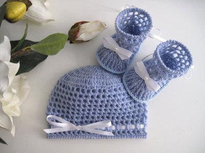... Set coordinato azzurro cappellino + scarpine neonato fatto a mano lana  idea regalo corredino nascita cerimonia ... fde3a3cfd457