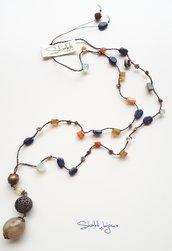 collana crochet con lapislazzuli, corniola, agata