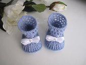 Scarpine stivaletti azzurri neonato fatte a mano idea regalo corredino nascita battesimo cerimonia lana uncinetto