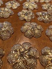 Rosette o fiori , pezzi di ricambio per lampadari di Venini, specchi e plafoniere , in vetro soffiato di Murano, color polvere oro, 5 cm diametro