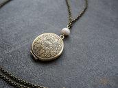 Collana con medaglione portafoto stile vintage e perle di fiume