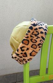 cappello invernale verde con fascia leopardata