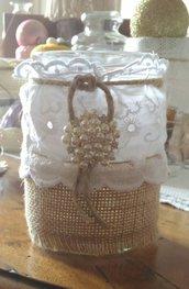 Barattolo decorazione vintage con juta fascia in pizzo Sangallo spago e grande bottone fiocco di neve con perle e strass