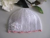 Cappellino bianco/bordo rosa neonata idea regalo nascita cerimonia battesimo fatto a mano uncinetto
