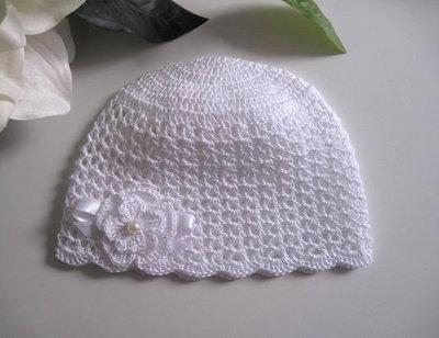 Cappellino bianco neonata battesimo cerimonia nascita fatto a mano idea regalo all'uncinetto