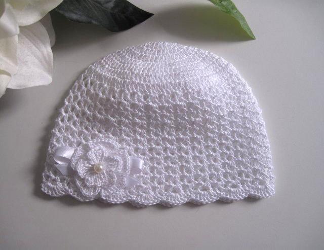 Cappellino bianco neonata battesimo cerimonia nascita fatto a mano idea  regalo all uncinetto 9968b7e66755