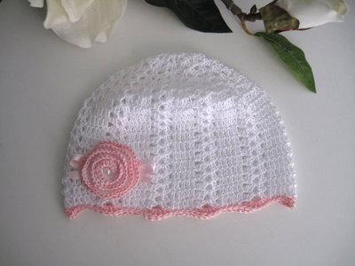 Cappellino bianco/fiore rosa neonata battesimo cerimonia nascita idea regalo fatto a mano all'uncinetto