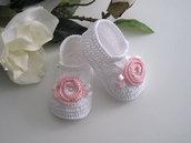 Scarpine bianche/fiore rosa neonata fatte a mano nascita battesimo cerimonia idea regalo cotone uncinetto