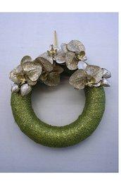 Ghirlanda natalizia verde con fiori oro