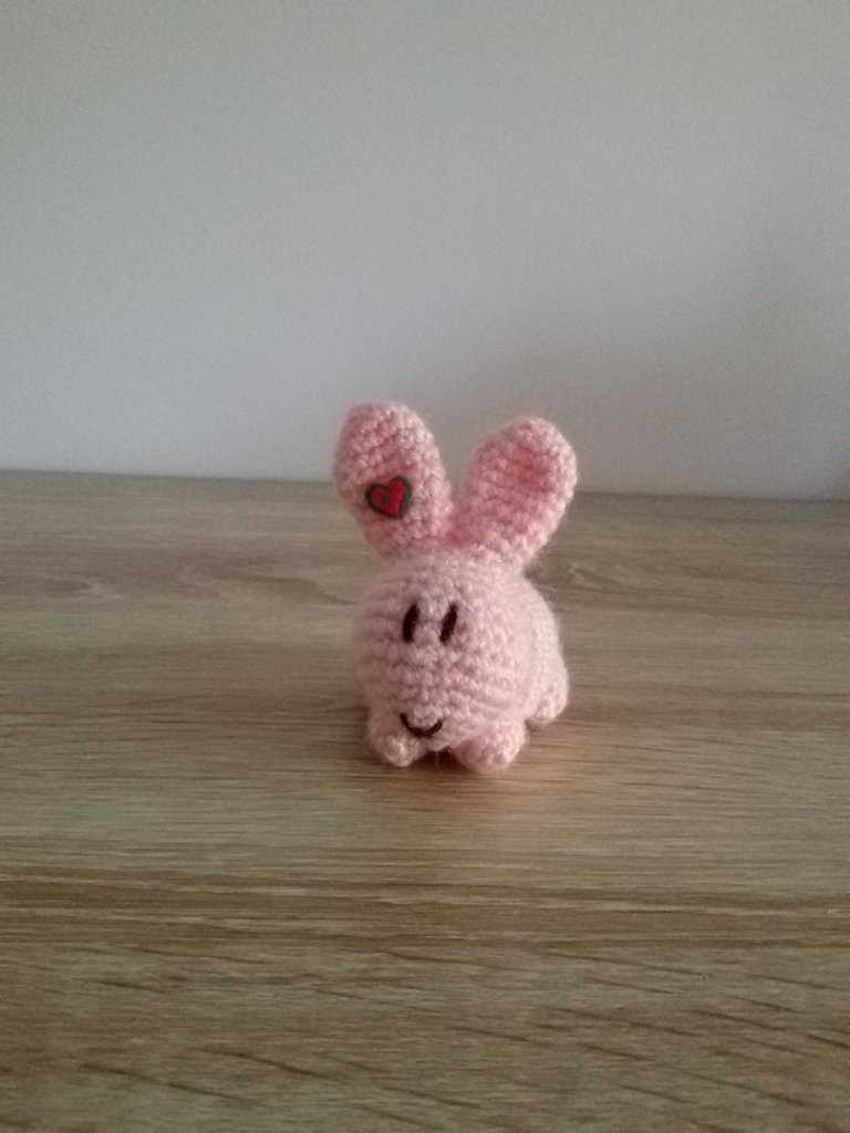 Coniglietta a uncinetto con orecchie lunghe - Tutorial | 1024x768