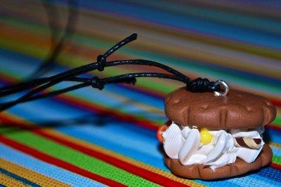 Collana biscotto con panna