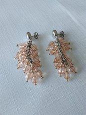 orecchini a grappolo, con mezzo cristallo da 6 e 3 mm, e conteria,  lunghi 6 cm.