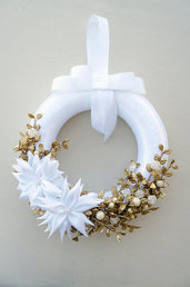 Ghirlanda natalizia bianca e oro