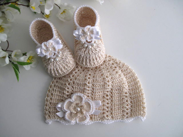 97b9d194fa1 Coordinato ecrù scarpine+cappellino neonata battesimo cerimonia nascita  uncinetto