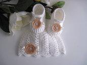 Coordinato scarpine+cappellino bianco/panna-fiore beige neonata uncinetto