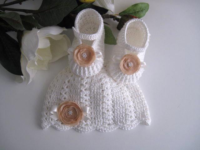 Coordinato scarpine+cappellino bianco panna-fiore beige neonata uncinetto 3faed29178a8