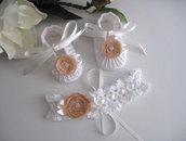 Set scarpine+fascetta capelli bianco/fiore beige neonata uncinetto