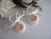 Scarpine bianche/fiore beige neonata uncinetto
