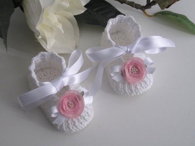 Scarpine bianche/fiore rosa neonata uncinetto
