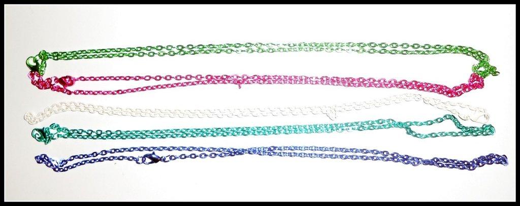 Catena di metallo colorata