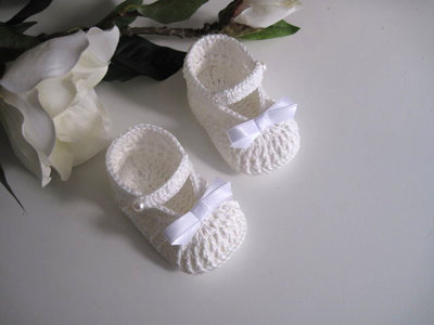 Scarpine neonata neonato uncinetto bianco/panna - fiocco bianco battesimo cerimonia nascita