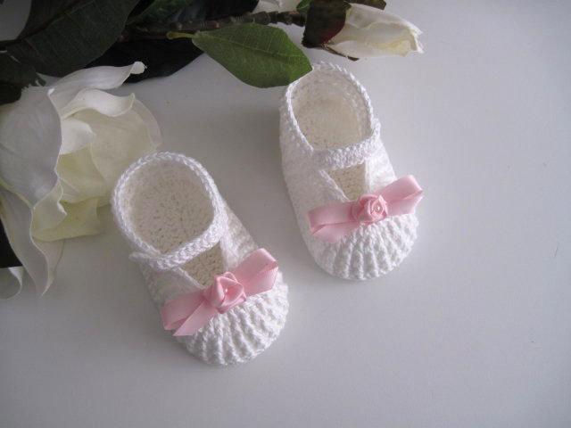 Scarpine bianco/panna - fiocco rosa uncinetto