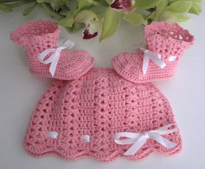 Set neonata cappellino+stivaletti rosa uncinetto