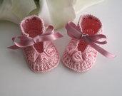 Scarpine rosa/rosa antico neonata all'uncinetto